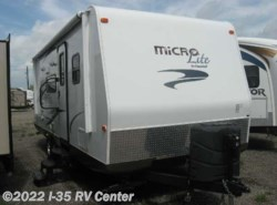 Used 2015  Forest River Flagstaff 25BHS by Forest River from I-35 RV Center in Denton, TX
