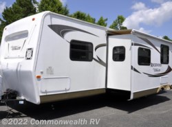 Used 2011  Forest River Rockwood Signature Ultra Lite 8317RKSS by Forest River from Commonwealth RV in Ashland, VA