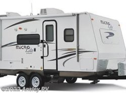 Used 2014  Forest River Flagstaff Micro Lite 21DS by Forest River from Ansley RV in Duncansville, PA