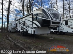 Used 2014  Dutchmen Voltage V3200 by Dutchmen from Leo's Vacation Center in Gambrills, MD