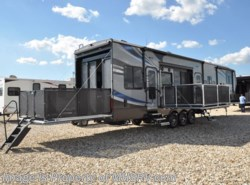 New 2017  Heartland RV Road Warrior RW427 Bath & 1/2, Bunk Beds, Res Fridge, King by Heartland RV from Motor Home Specialist in Alvarado, TX