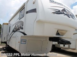 Used 2009  Keystone Montana Hickory 3075RL by Keystone from PPL Motor Homes in Houston, TX