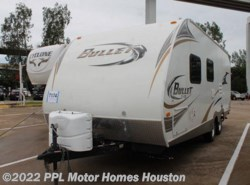Used 2011  Keystone Bullet Ultra Lite 215RB by Keystone from PPL Motor Homes in Houston, TX