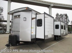 Used 2016  Forest River Wildwood Dlx 426-2B by Forest River from PPL Motor Homes in Houston, TX