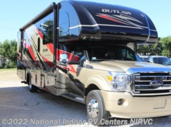 Used 2015  Thor Motor Coach Outlaw 35SG by Thor Motor Coach from National Indoor RV Centers in Lewisville, TX