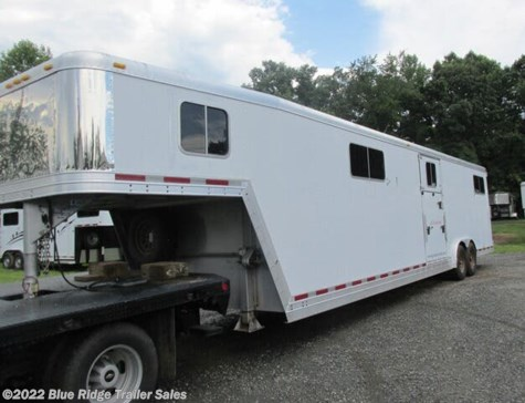 2005 Featherlite 4-6 Horse HtoH 7'6 x 8 With Dress