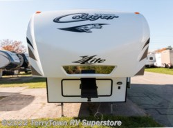 Used 2015  Keystone Cougar XLite 28RDB by Keystone from TerryTown RV Superstore in Grand Rapids, MI