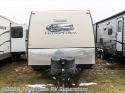 Used 2014  Coachmen Freedom Express 281RLDS by Coachmen from TerryTown RV Superstore in Grand Rapids, MI