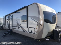 New 2018 Forest River Rockwood Signature Ultra Lite 8327SS available in Los Banos, California