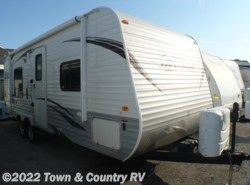 Used 2013  Jayco Jay Flight 22FB by Jayco from Town & Country RV in Clyde, OH