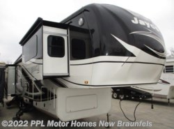 Used 2015  Jayco Pinnacle 38FLFS by Jayco from PPL Motor Homes in New Braunfels, TX