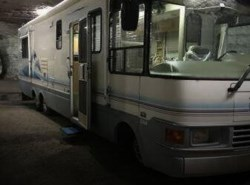 Used 1999  National RV Dolphin 5360 by National RV from POP RVs in Sarasota, FL