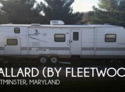 Used 2005  Fleetwood Mallard 300 BHS by Fleetwood from POP RVs in Sarasota, FL