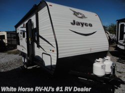 New 2017  Jayco Jay Flight SLX 212QBW Front Queen w/Rear Dinette & Sofa by Jayco from White Horse RV Center in Williamstown, NJ