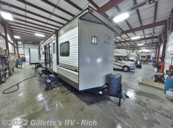 New 2018 Forest River Salem Villa Classic 402QBQ available in East Lansing, Michigan