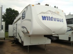 Used 2010  Forest River Wildwood Heritage Glen 326BSTS by Forest River from Camperland Trailer Sales in Conroe, TX