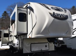 Used 2015  Jayco Eagle 339FLQS by Jayco from Diamond RV Centre, Inc. in West Hatfield, MA