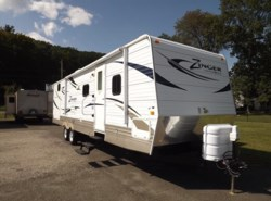 Used 2011  CrossRoads Zinger ZT31SB by CrossRoads from Diamond RV Centre, Inc. in West Hatfield, MA