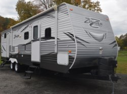 Used 2016  CrossRoads Zinger 315B by CrossRoads from Diamond RV Centre, Inc. in West Hatfield, MA