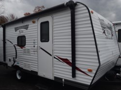 Used 2013  Forest River Wildwood X-Lite 195BH by Forest River from Diamond RV Centre, Inc. in West Hatfield, MA