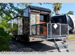 Used 2016  Thor Motor Coach Outlaw 38RE by Thor Motor Coach from Dick Gore's RV World in Jacksonville, FL