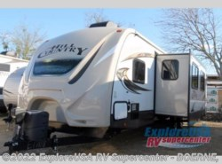 Used 2016  CrossRoads Hill Country HCT33FR by CrossRoads from ExploreUSA RV Supercenter - BOERNE, TX in Boerne, TX