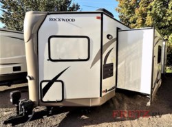 Used 2017  Forest River Rockwood Ultra V Ultra V by Forest River from Fretz  RV in Souderton, PA