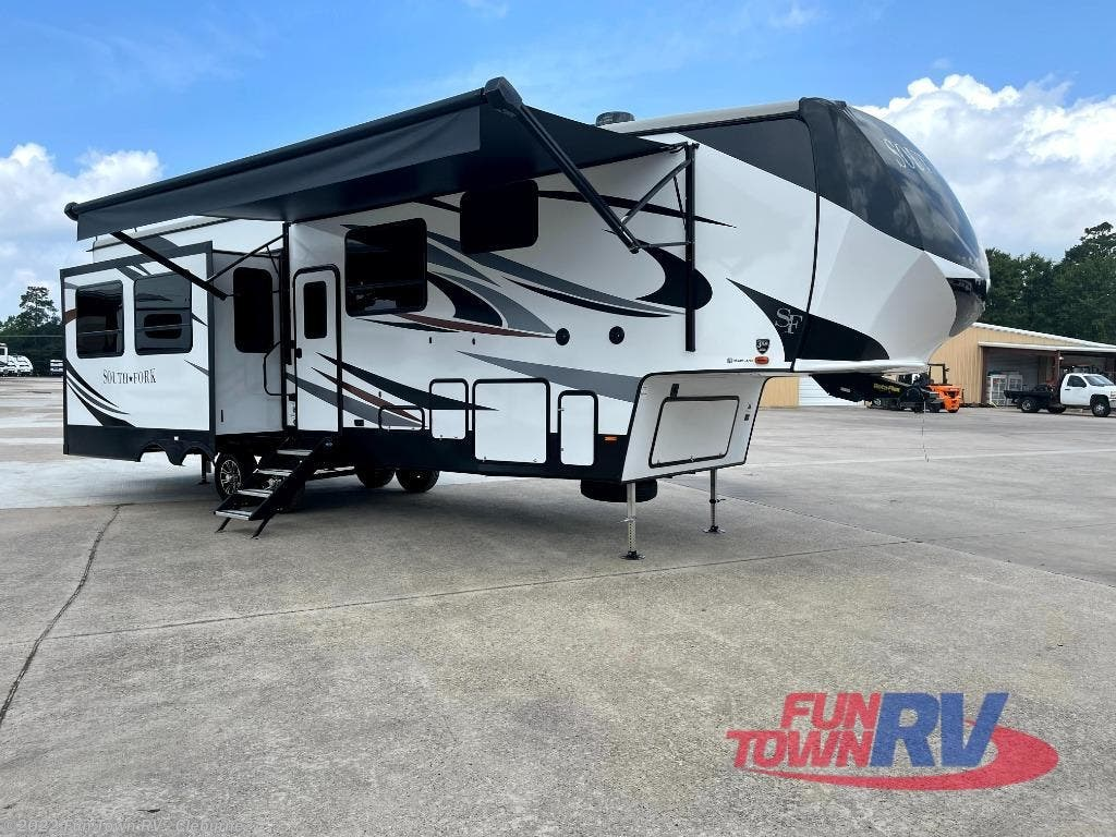 2021 Cruiser RV South Fork 3210RL
