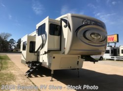 New 2019  Palomino Columbus 389FLC by Palomino from Genuine RV Store in Nacogdoches, TX