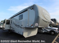 Used 2011  Heartland RV Big Country 3595 RE by Heartland RV from Giant Recreation World, Inc. in Winter Garden, FL