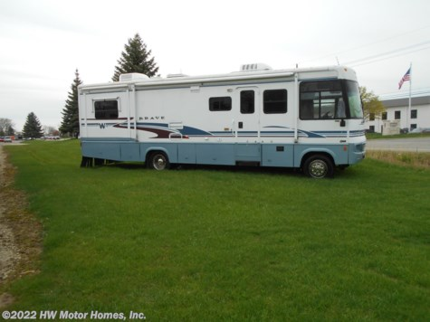 2004 Winnebago Brave 32V Double Slide - 8.1 Vortec