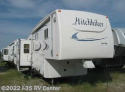 Used 2004  Nu-Wa Hitchhiker #31 1/2 by Nu-Wa from I-35 RV Center in Denton, TX