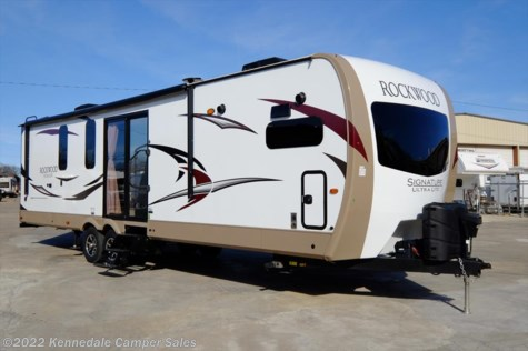 2017 Forest River Rockwood Signature Ultra Lite 8335BSS 35'