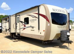 Used 2017  Forest River Rockwood Signature Ultra Lite 8328BS