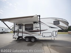 Used 2015  Keystone Cougar 25RKS by Keystone from Lakeshore RV Center in Muskegon, MI