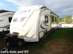 Used 2016 CrossRoads Sunset Trail RE 32BH available in Ellington, Connecticut