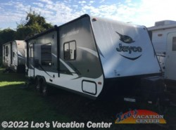Used 2016  Jayco Jay Feather 22FQSW by Jayco from Leo's Vacation Center in Gambrills, MD