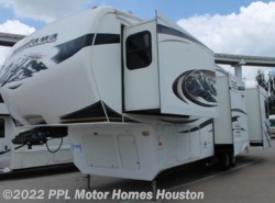 Used 2009  Keystone Montana Hickory 3400RL by Keystone from PPL Motor Homes in Houston, TX