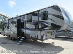 Used 2017  Keystone Fuzion Chrome 423 by Keystone from PPL Motor Homes in Houston, TX