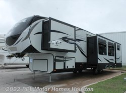 Used 2015  Keystone Avalanche 361TG by Keystone from PPL Motor Homes in Houston, TX