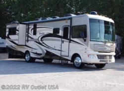Used 2014  Fleetwood Bounder 35K by Fleetwood from RV Outlet USA in Ringgold, VA