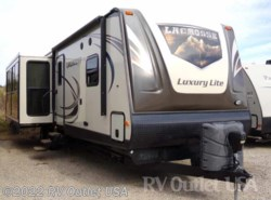 Used 2016  Prime Time LaCrosse Luxury Lite 326 BFW by Prime Time from RV Outlet USA in Ringgold, VA