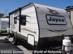 Used 2017  Jayco  Jayflight SLX by Jayco from Gerzeny's RV World of Nokomis in Nokomis, FL