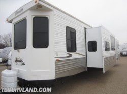 Used 2011  CrossRoads Hampton 40FD by CrossRoads from Ted's RV Land in Paynesville, MN