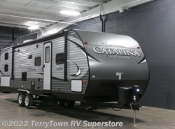 New 2017  Coachmen Catalina Legacy Edition 293QBCK by Coachmen from TerryTown RV Superstore in Grand Rapids, MI