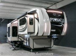 New 2017  Jayco Pinnacle 38FLSA by Jayco from TerryTown RV Superstore in Grand Rapids, MI