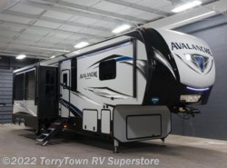 New 2018  Keystone Avalanche 395BH by Keystone from TerryTown RV Superstore in Grand Rapids, MI