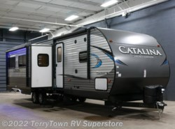 New 2018  Coachmen Catalina Legacy Edition 313DBDS CK by Coachmen from TerryTown RV Superstore in Grand Rapids, MI