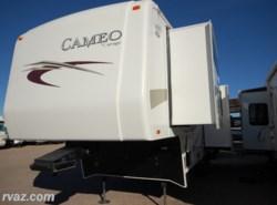 Used 2011  Carriage Cameo 32FWS Gel Coated 5th Wheel