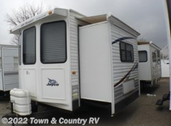 Used 2009  Jayco Jay Flight Bungalow 40 BHS by Jayco from Town & Country RV in Clyde, OH